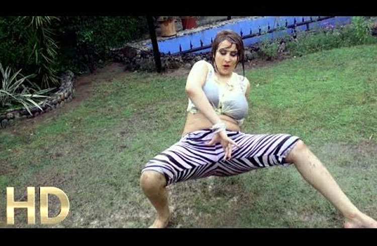 Afreen Khan Hot Mujra on Bollywood Song Released